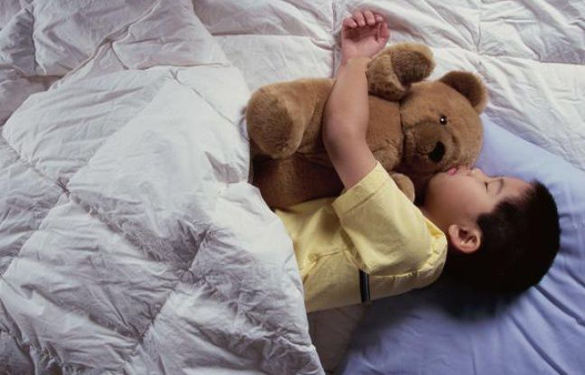 Photo d'un enfant qui dort (source: 20 mn)