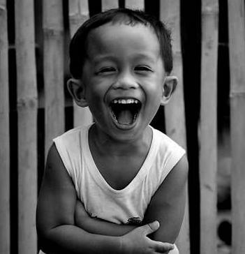 Photo d'un enfant qui rit (source: divinatix)