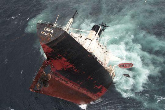 Photo de la catastrophe de l'Erika (source: l'internaute)