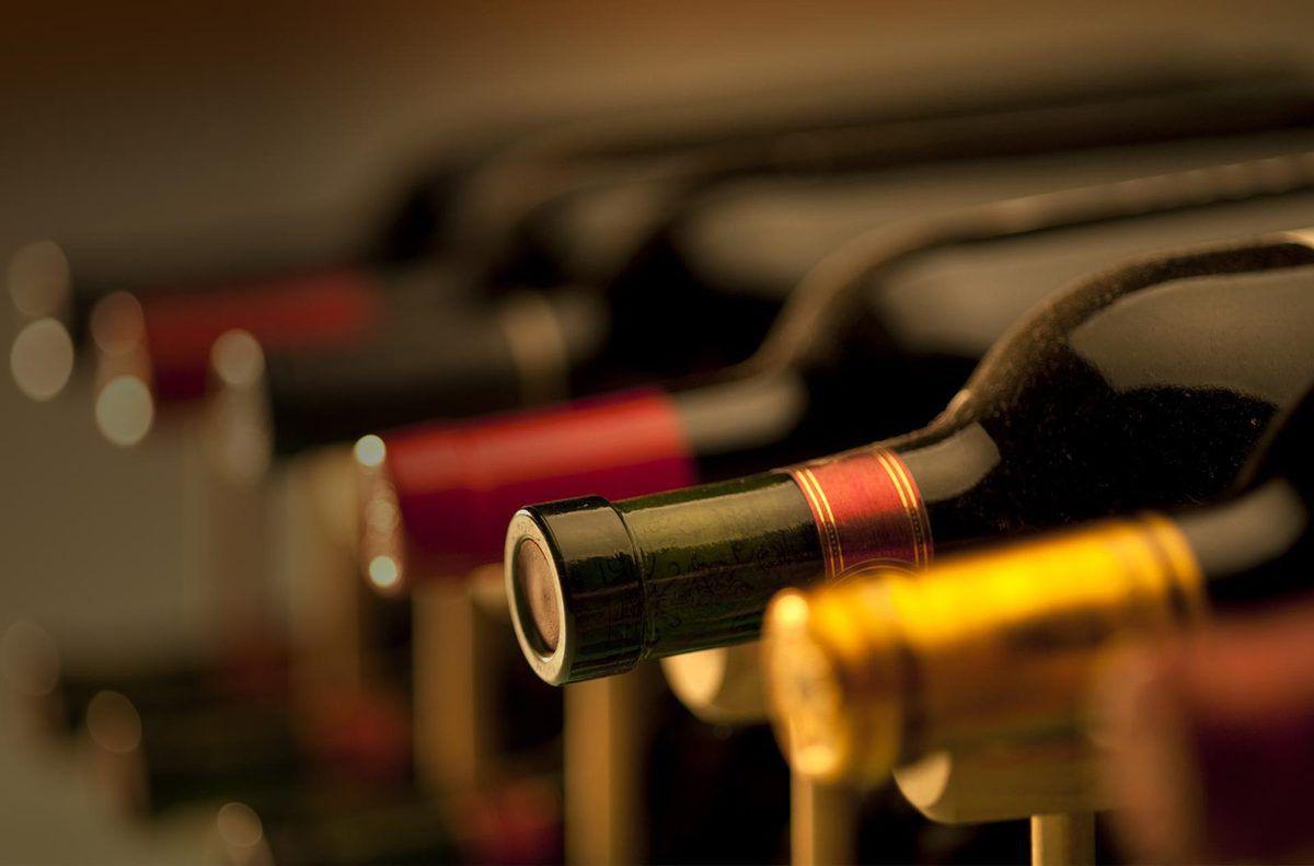 Photo de bouteilles de vin (source: lacaveduzes)