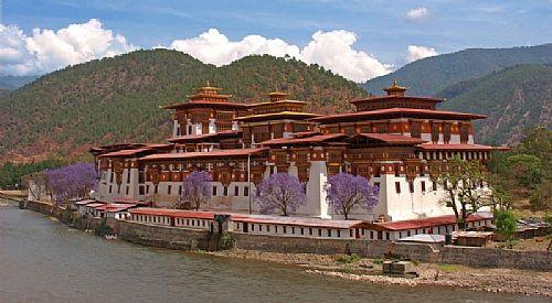 Photo d'un château du Bhoutan (source: clio)