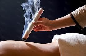 Photo d'une moxibustion (source: luzdevidahhealingarts)