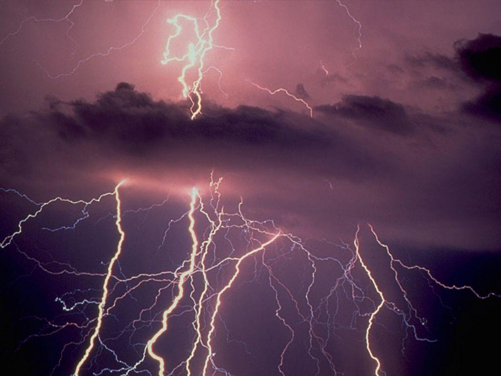Photo d'éclairs dans le ciel (source: divinatix)