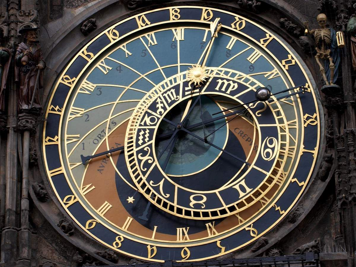 Photo d'une horloge astrologique (source: therapies-complementaires)
