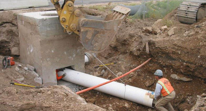 Photo d'une canalisation en PVC (source: http://img.archiexpo.fr/images_ae/photo-g/126557-8091231.jpg)