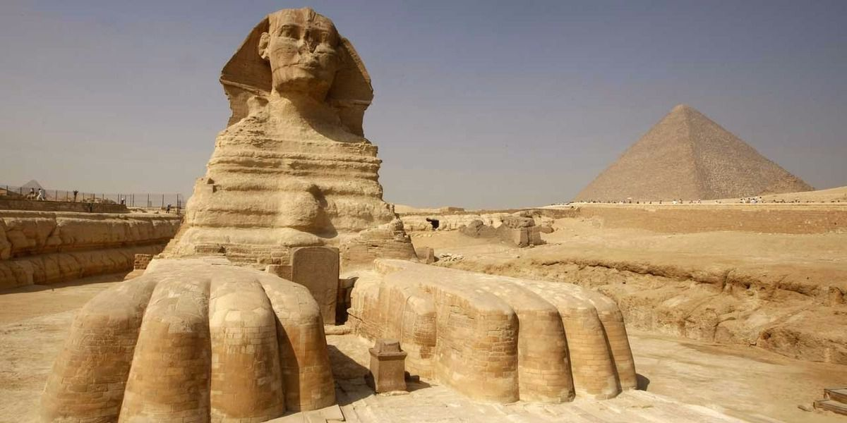 Photo de pyramide (source: http://cdn3-europe1.new2.ladmedia.fr/var/europe1/storage/images/europe1/international/egypte-des-analyses-pour-percer-les-secrets-de-pyramides-2535505/23534255-1-fre-FR/Egypte-des-analyses-pour-percer-les-secrets-de-pyramides.jpg)