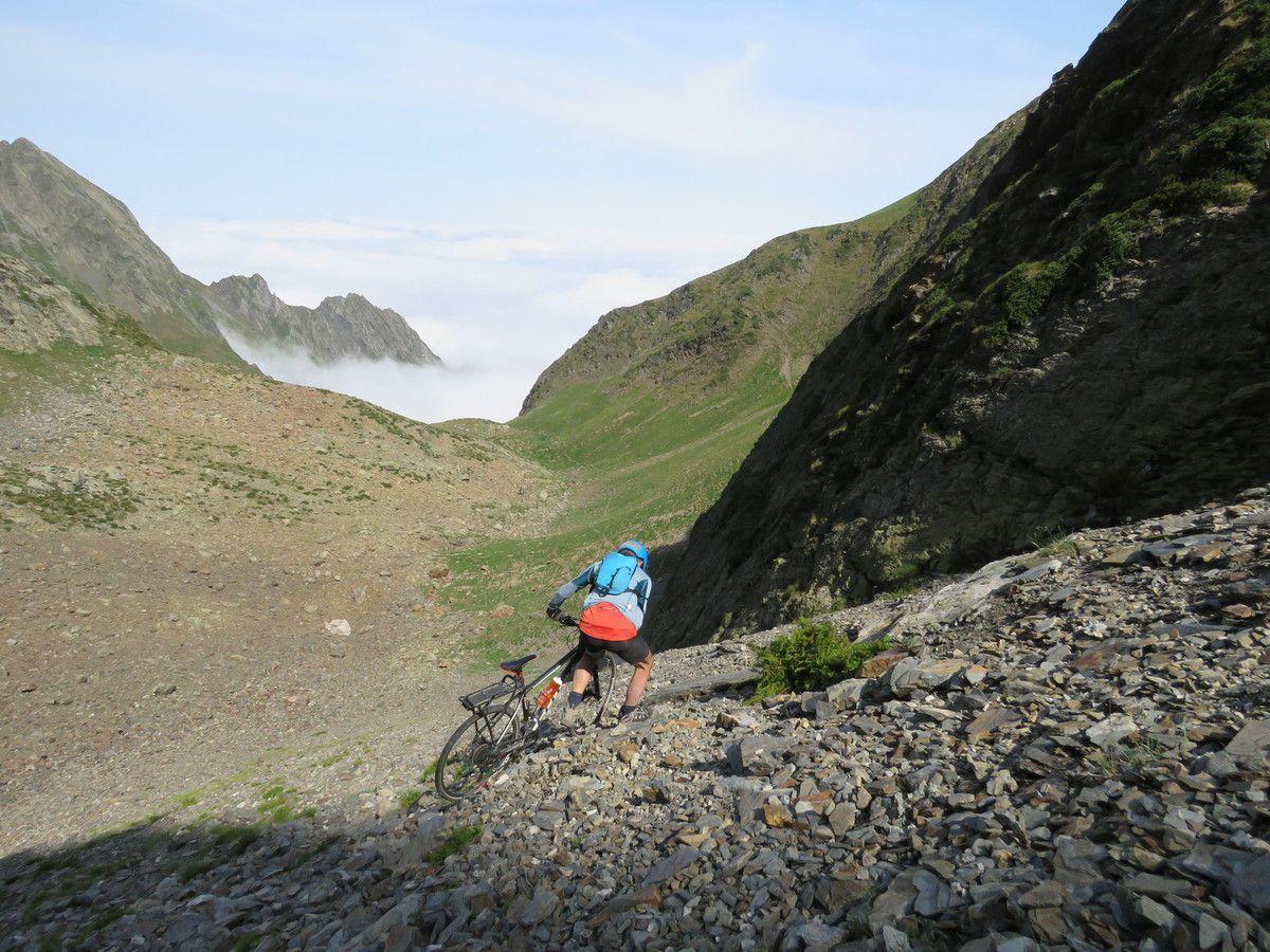 COL DE LA FRECHE. 2500m. Montagnes de Luchon. Ascension.