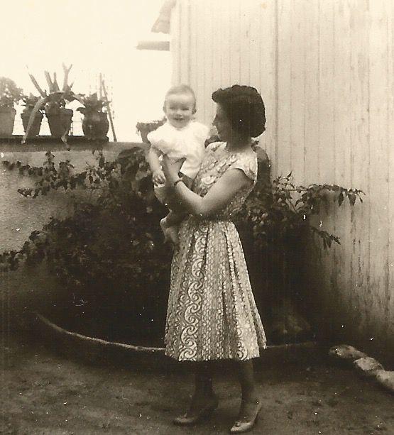 MA MERE ET MOI. 1960. BIZANOS.