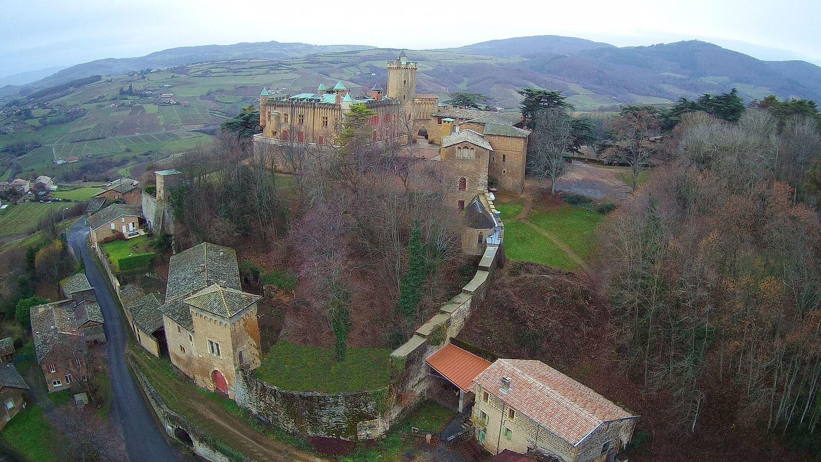 Photos issues de www.chateau-montmelas.com