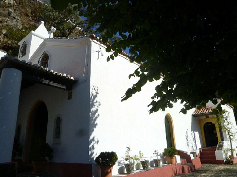 cliquer sur les photos pour agrandir (crédit photo 1 et 2 https://www.visitarportugal.pt/d-coimbra/c-lousa/lousa/capela-sao-joao)