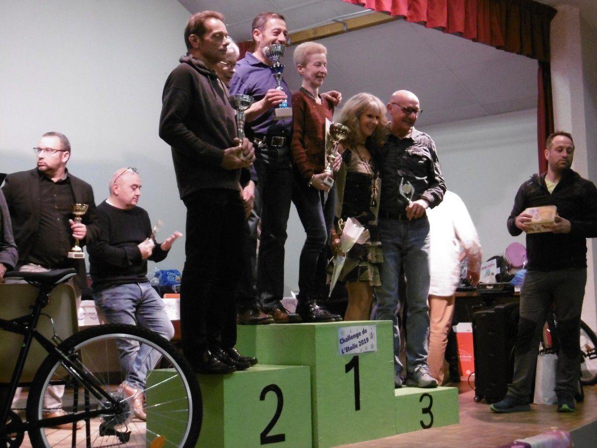 Le podium VETERANS 3 - 1 : Marie-Pierre GOBILLOT et Georges BRENEL - 2 : Denise THOMASINI et Didier DUBOIS - 3 : Josiane EMMANUEL EMILE et Pascal REMOND