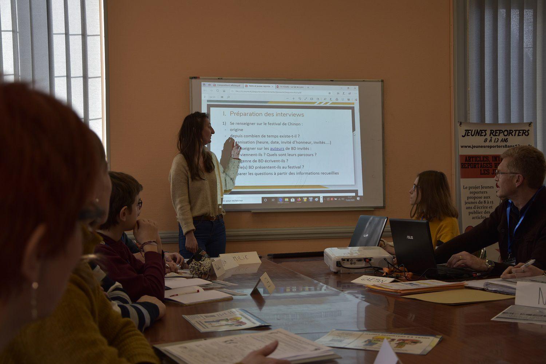 Formation des jeunes reporters en conf' de rédac' par les étudiantes EPJT