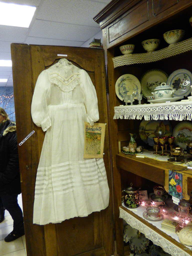 L'armoire aux souvenirs du musée de Ronel.