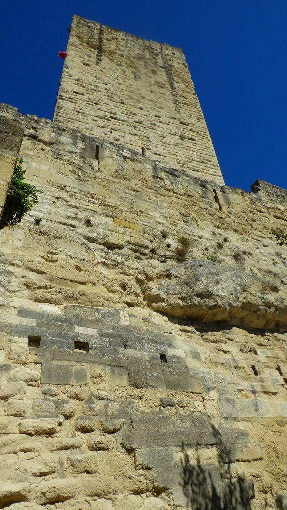 Le château de Sommières dans le Gard.