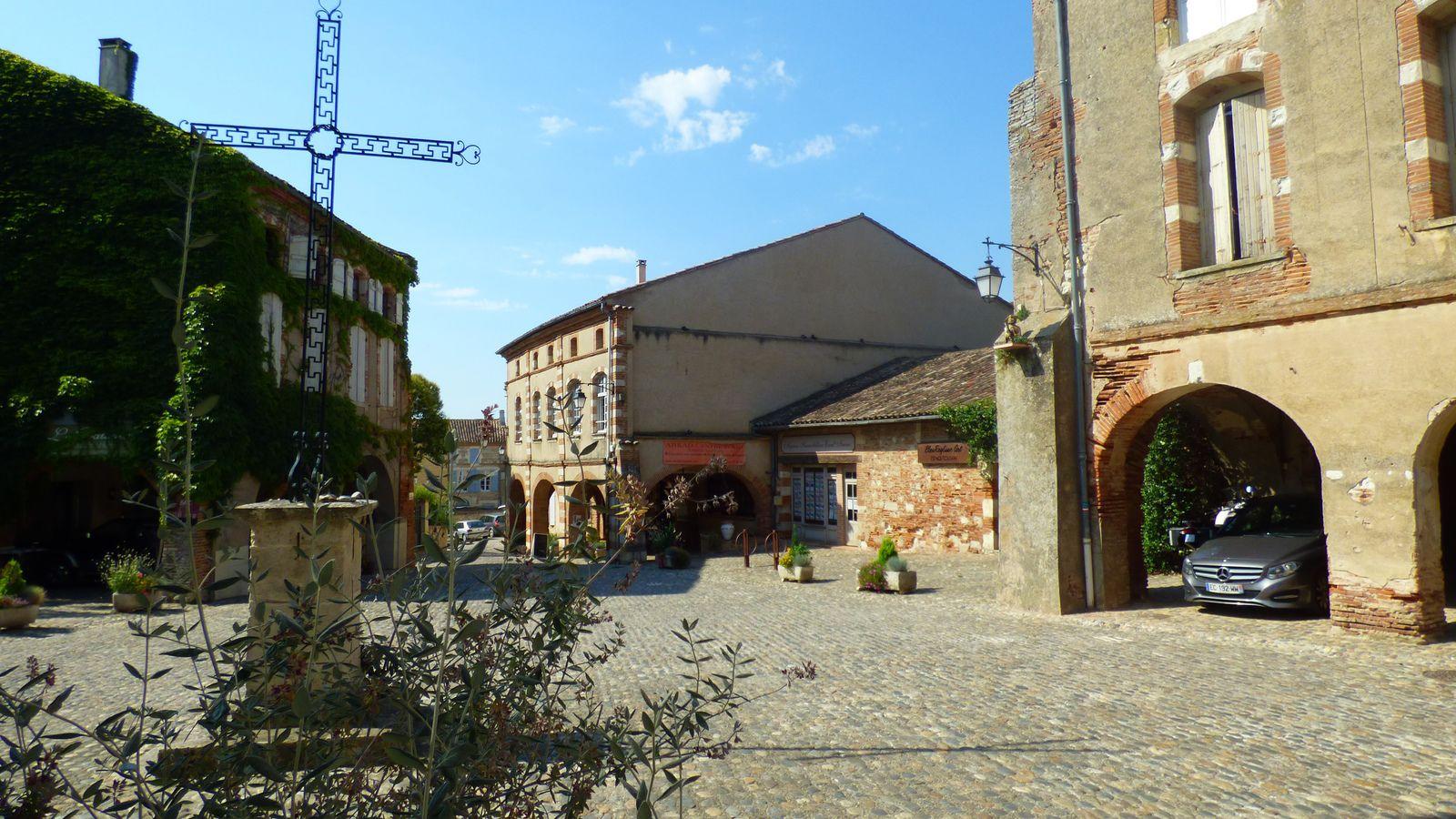 La halle d'Auvillar, village médiéval/ Tarn et Garonne.