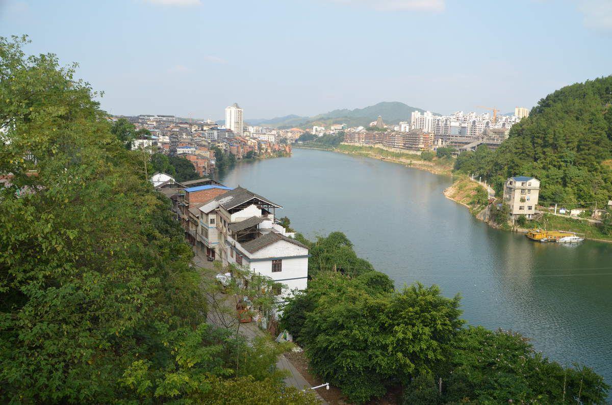Nanning,capitale du Guangxi,n'est pas la ville que nous avons préféré mais Guilin et Yangshuo sur la rivière Li sont très belles et Sanjiang qui présente chaque soir un spectacle parfait,vaut le détour.
