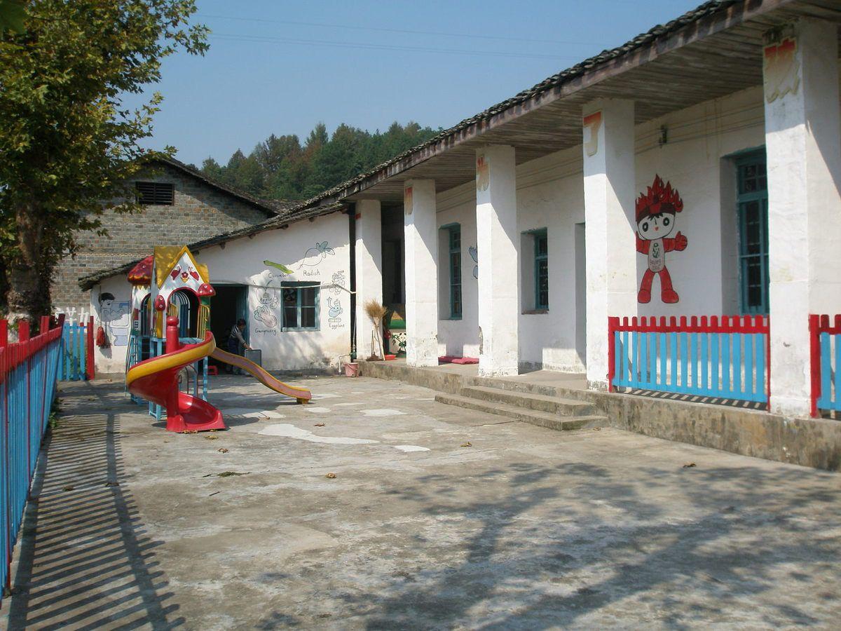 Nanchang dont l'université est jumelée à celle de Poitiers, est la capitale du Jiangxi.Nous avons beaucoup aimé les villages de cette province