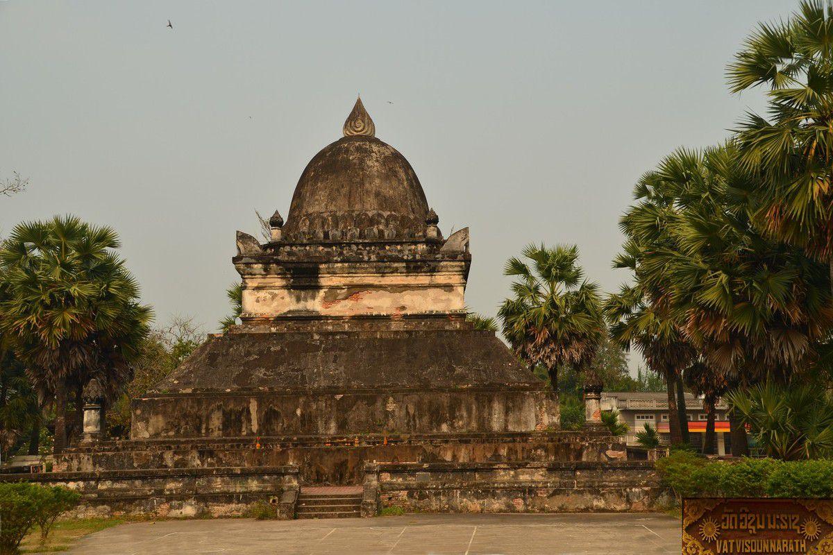 Louang Prabang, très belle ville avec ses nombreux temples de différents styles et époques.