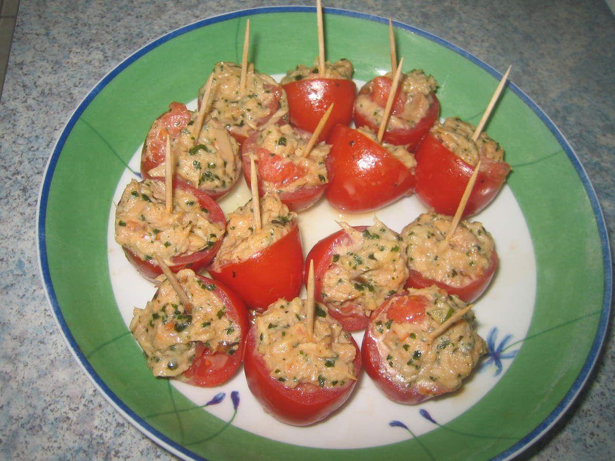 Tomates cerises farcies au thon, citron et à la coriandre