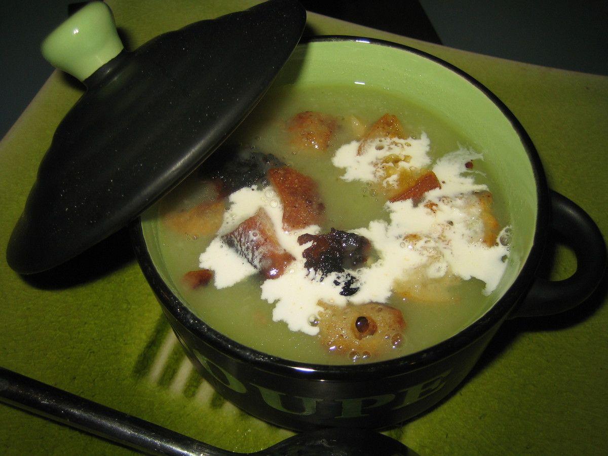 Soupe à la salade verte et croûtons dorés