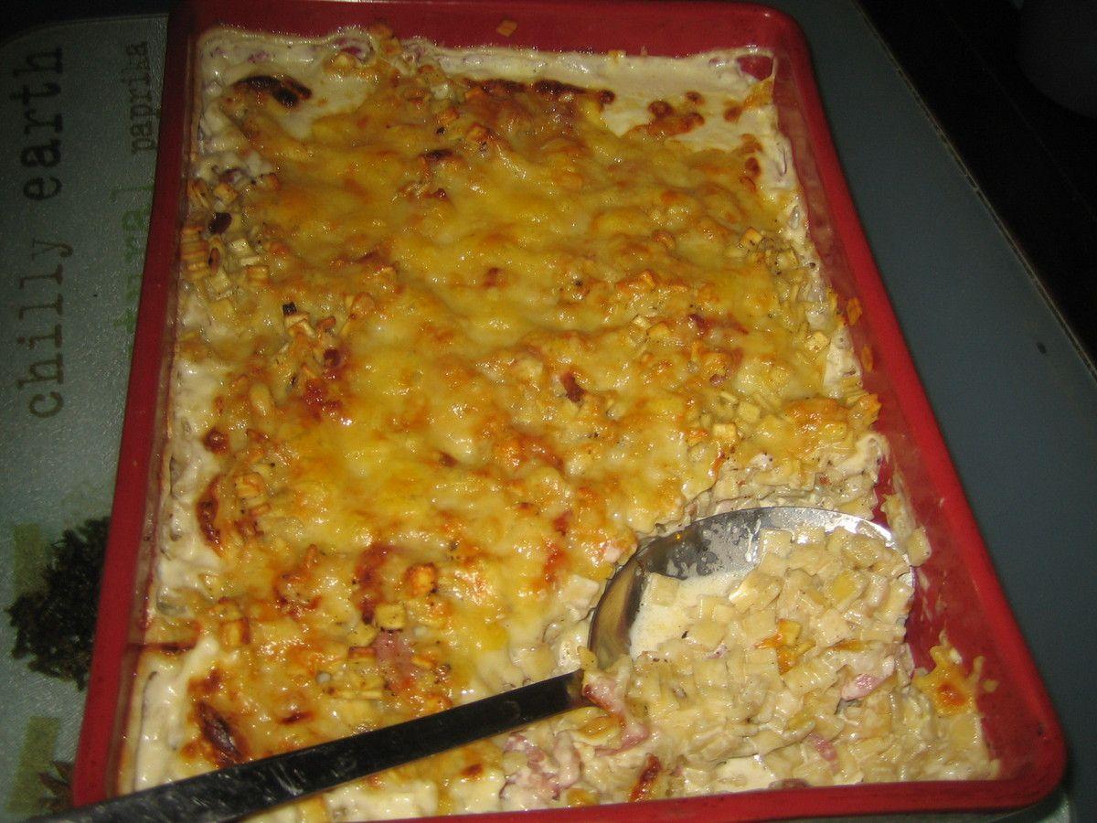 Voici une recette de Savoie à base de crozets, qui sont de petites pâtes carrées savoyardes.     C'est un plat convivial facile et rapide à effectuer qui est idéal en automne ou en hiver.