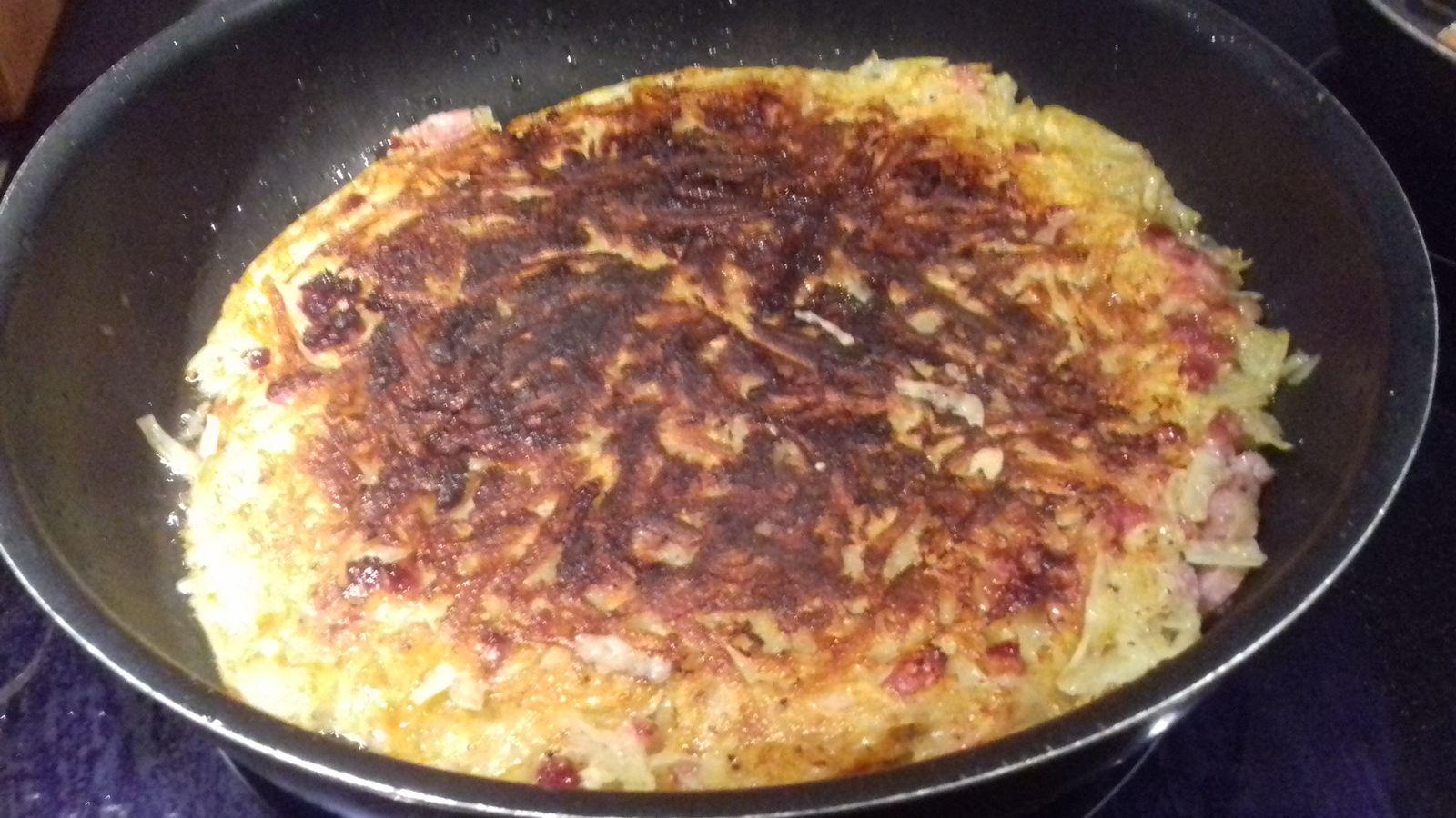 Rösti alsacien: galette de pomme de terre aux oignons et aux lardons