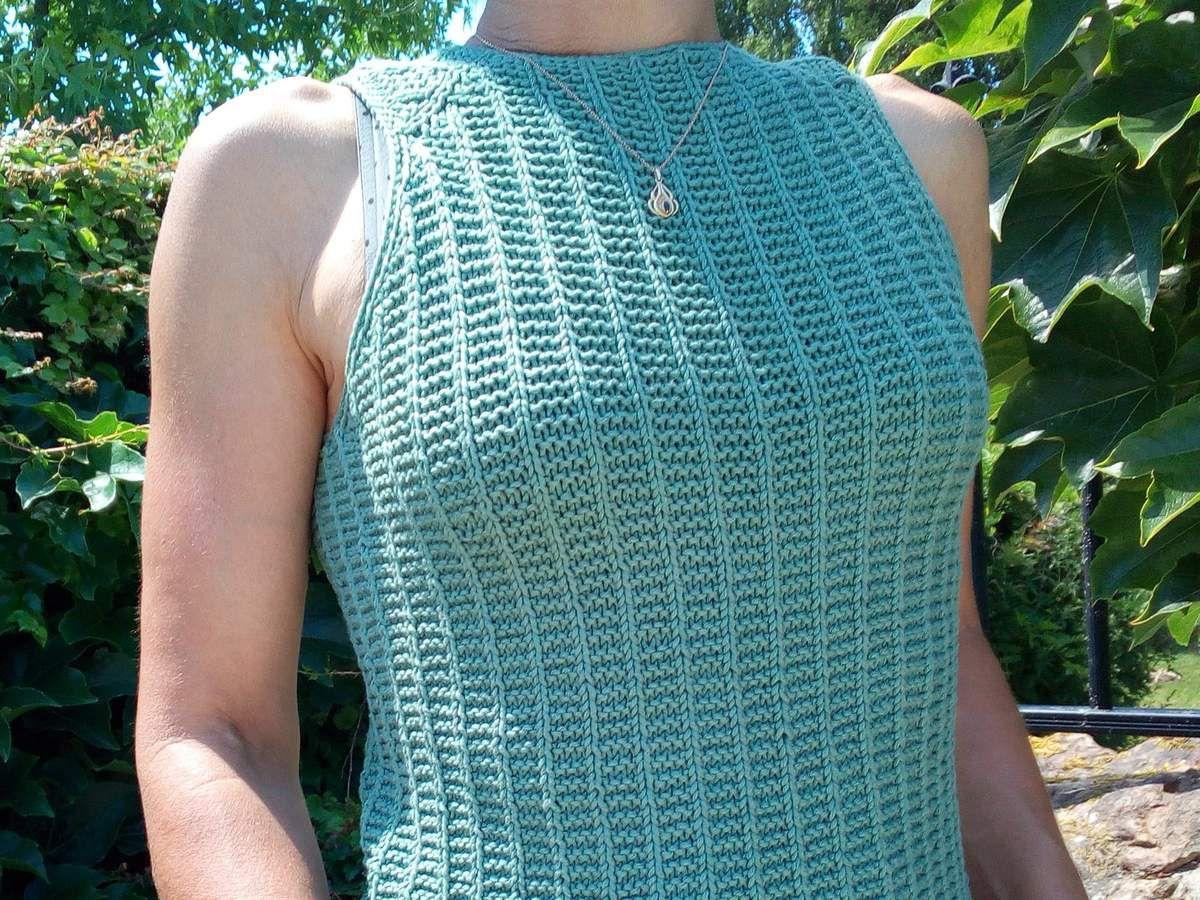 Modèle de tricot gratuit facile : débardeur épaules nues