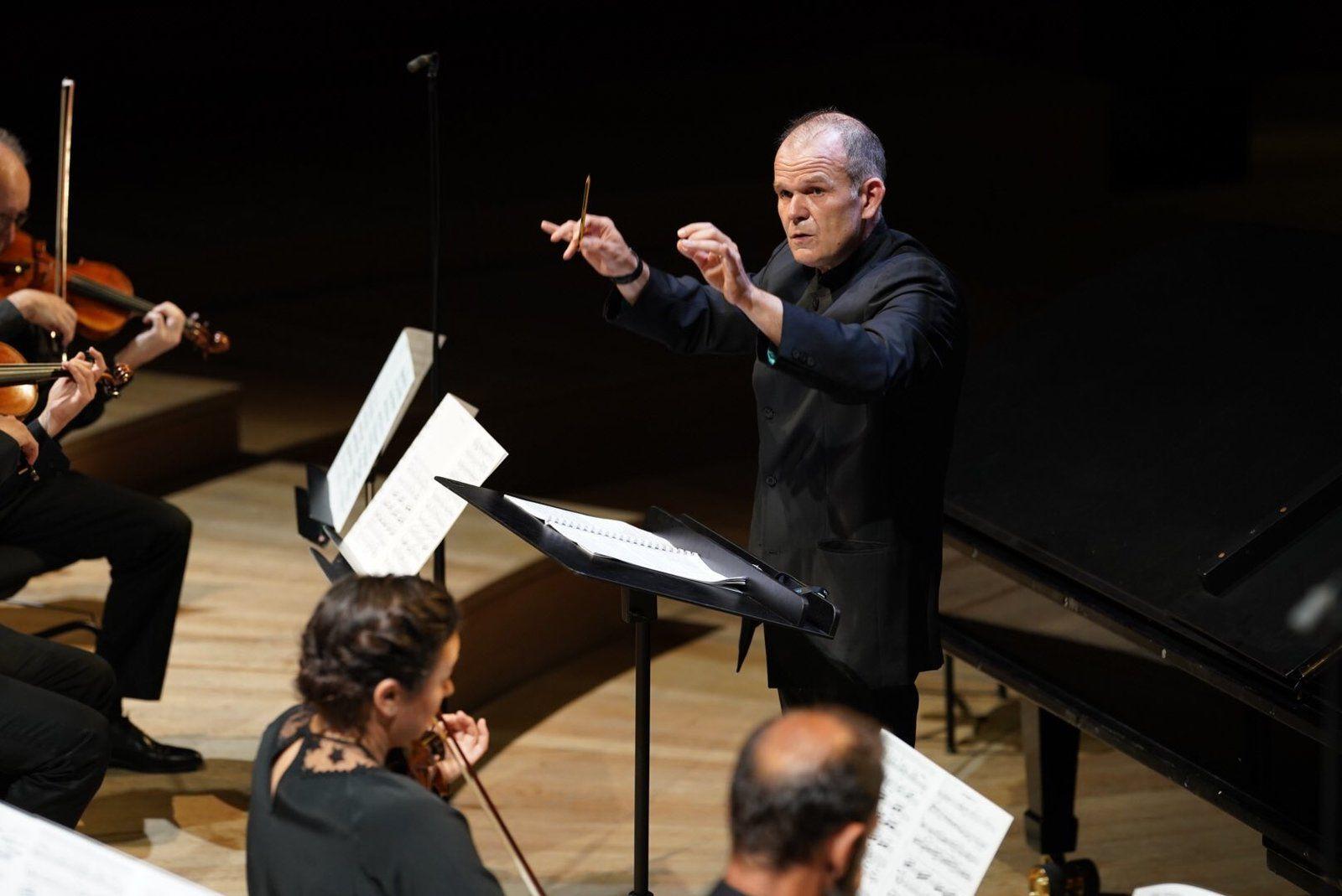 François Xavier Roth à la tête de l'Orchestre National de France