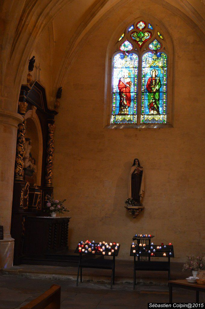 Sarlat-la-Canéda est une commune du sud-ouest de la France. Sous-préfecture du département de la Dordogne, en région Aquitaine. Ses habitants sont appelés les Sarladais(es).  Capitale du Périgord noir, aux confins des causses du Quercy, cette cité historique est un site touristique majeur, renommé pour sa parure monumentale datant essentiellement de la période médiévale et du début de la Renaissance (XIIIe au XVIe siècle). Son centre-ville, d'une grande homogénéité, est ainsi composé d'un lacis de ruelles et de venelles pittoresques, de placettes ombragées, bordées d'hôtels particuliers aux toits de lauze dont les plus célèbres sont la maison de La Boétie, l'hôtel du Barry, l'hôtel de Savignac ou encore le présidial. Centre névralgique de la ville, la place de la Liberté, bordée de terrasses, est le siège du marché, où se vendent les spécialités de la région : foie gras, truffes, figues et noix. Dans son prolongement, s'ouvrent en perspective la cathédrale Saint-Sacerdos et le palais des évêques, qui rappellent que Sarlat a été cité épiscopale pendant plusieurs siècles.  Possédant un ensemble urbain médiéval parmi les plus importants du monde, Sarlat a été la première ville à bénéficier de la loi Malraux, en 1964. Cette petite cité périgourdine, visitée par plusieurs centaines de milliers de touristes chaque année, sert également ponctuellement de cadre à des films historiques.