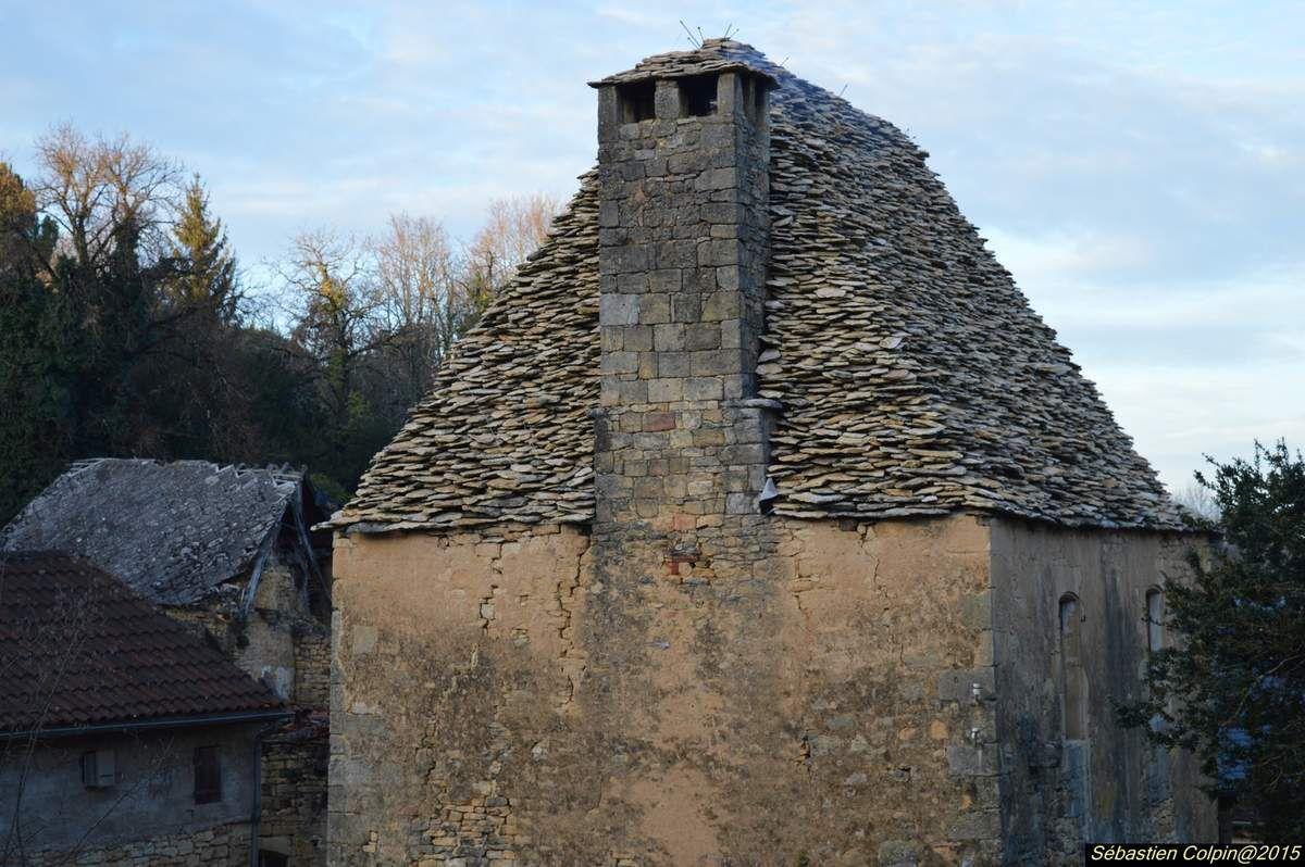 Salignac-Eyvigues est issue de la fusion de trois communes : Eybènes a fusionné avec Eyvigues en 1827 sous le nom d'Eyvignes-et-Eybènes, puis cette commune a fusionné avec Salignac en 1965 pour former Salignac-Eyvignes. En 2001, la commune change de nom de pour devenir Salignac-Eyvigues.  Situé aux confins du causse de Martel et des coteaux boisés du Périgord, le village de Salignac s'affirme au cours des siècles comme un lieu de passage entre Quercy, Limousin et Périgord noir.  En l'absence de traces d'occupation antique, il faut remonter vers l'an 980 pour voir la naissance du village de Salignac au pied d'un donjon de bois établi par Geoffroi de Salignac, premier du nom, sur une éminence rocheuse aménagée en motte féodale, légèrement à l'écart du plateau. Au XIIe siècle, deux donjons en pierre lui succèdent sur la motte et l'église Saint-Julien est construite au sud-ouest du village, participant à l'extension de celui-ci.  Après la réunion du Périgord à la couronne de France en 1393, les seigneurs de Salignac sont successivement appelés aux charges les plus éminentes. Parmi eux, le précepteur du petit-fils de Louis XIV, François de Salignac de la Mothe-Fénelon, archevêque de Cambrai.  En 1545, en épousant Armand de Gontaut-Biron, Jeanne de Salignac lui apporte en dot la baronnie de Salignac. Avec elle s'arrête la lignée directe des Salignac. La famille se continue cependant par la branche des Salignac-Fénelon.  En 1631, la peste frappe le village de Salignac. Elle y fait près de 500 victimes dont Marguerite Hurault de l'Hôpital, petite-fille du célèbre chancelier Michel de L'Hospital, veuve de Jean de Gontaut-Biron, baron de Salignac, ambassadeur de France à Constantinople. L'un des rescapés est Gautier de Costes de La Calprenède, l'un des romanciers et auteurs dramatiques les plus prisés de ses contemporains du siècle de Louis XIV.  La Révolution entraîne, à la fin du XVIIIe siècle, d'importantes transformations du bourg dont la création de nouvelles places. C'e