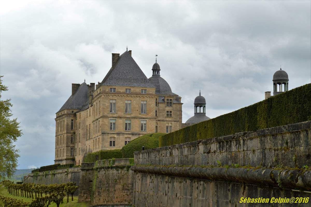 Chateau de Hautefort en Dordogne