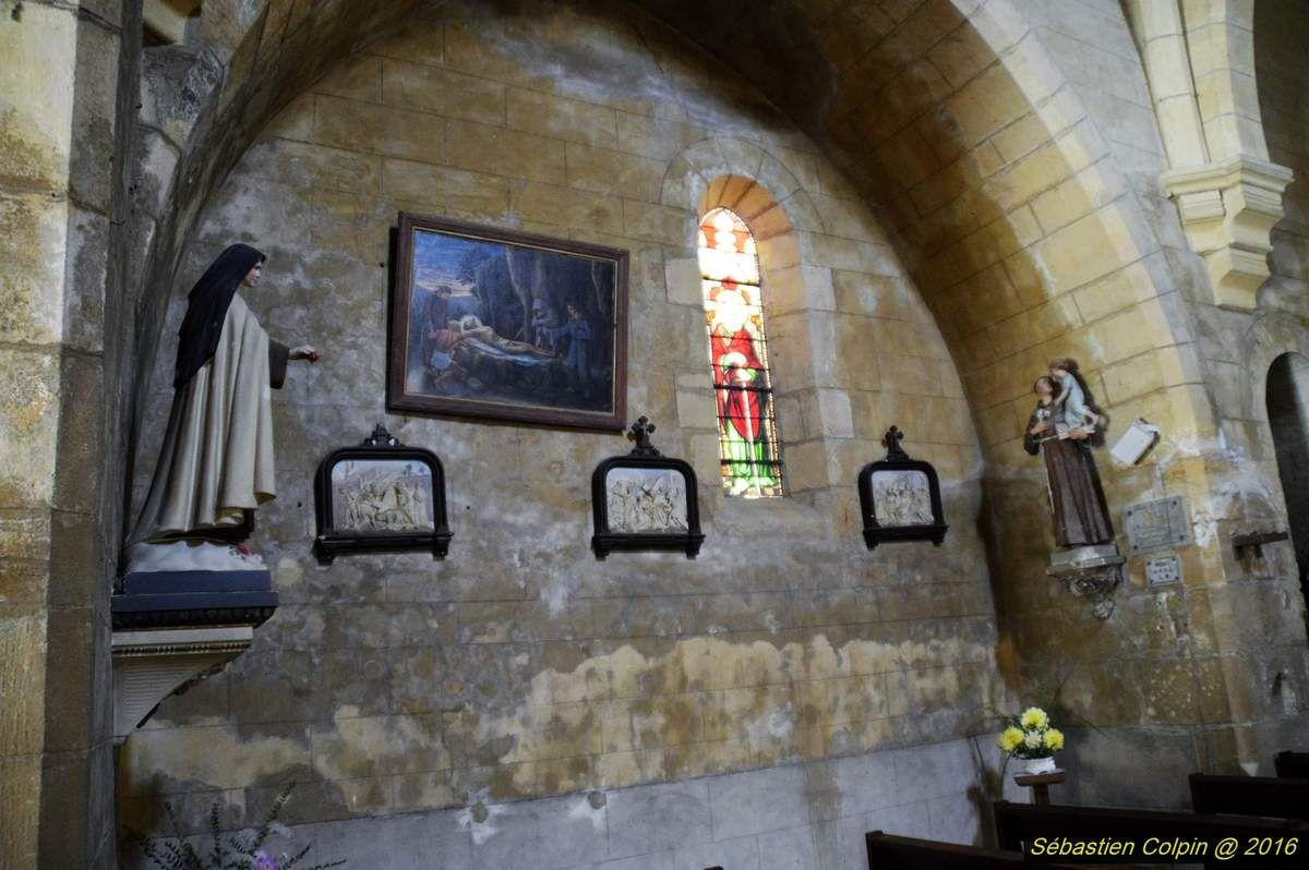 Typique du Périgord Noir, situé à mi-chemin entre Sarlat et Montignac Lascaux, Saint-Genies compte parmi les plus beaux villages de cette région.  Son charme tient de ses maisons de pierres ocres aux traditionnels toits de lauzes qui composent le bourg et les hameaux environnants.  Le visiteur se laissera séduire par les contrastes harmonieux des couleurs et des lumières qui varient au fil des heures et des saisons.  Il trouvera, au travers de ses promenades le calme et la tranquillité, l'authenticité d'une nature apaisante.
