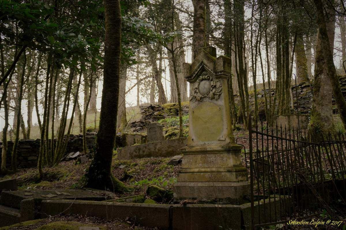 Le cimetière abandonné en Corrèze
