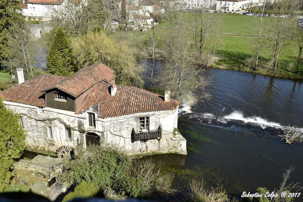 Bourdeilles en Dordogne, ses châteaux et son patrimoine prestigieux