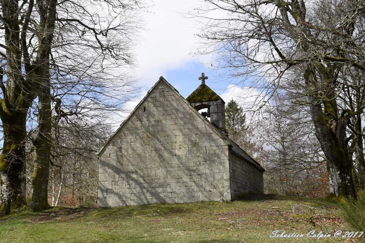 La Chapelle du Rat et le mégalithe, un site fantastique et mystérieux à Peyrelevade