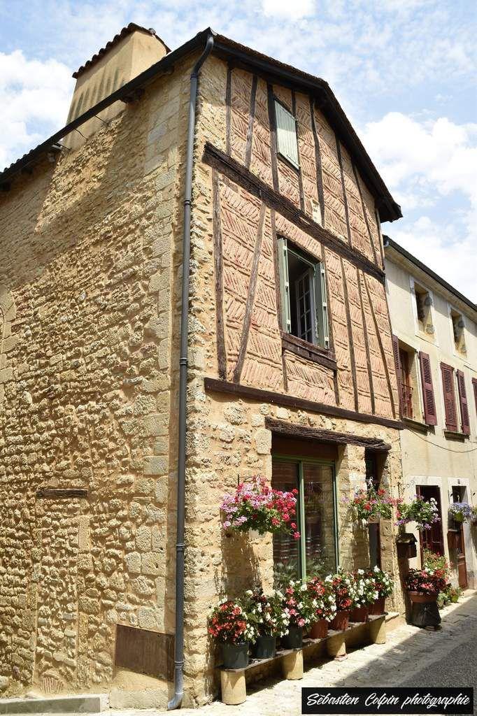 Belvès en Dordogne et ses habitations troglodytiques