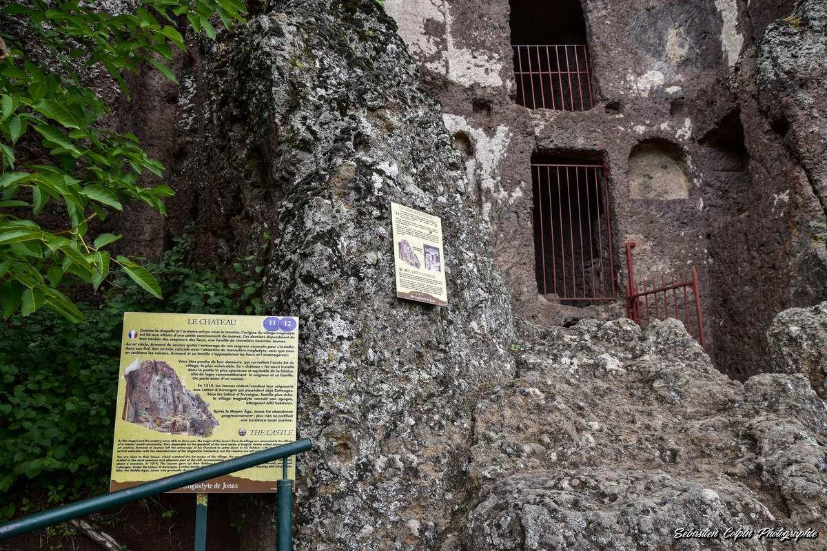 Site troglodytique de Jonas à Saint-Pierre Colamine, un chef-d'oeuvre dans la falaise