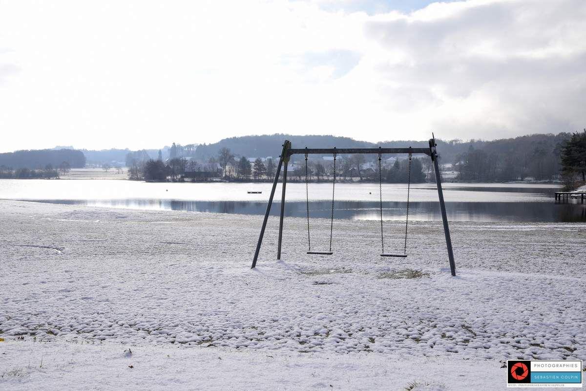 Aubazine en Corrèze, le lac du Coiroux sous la neige
