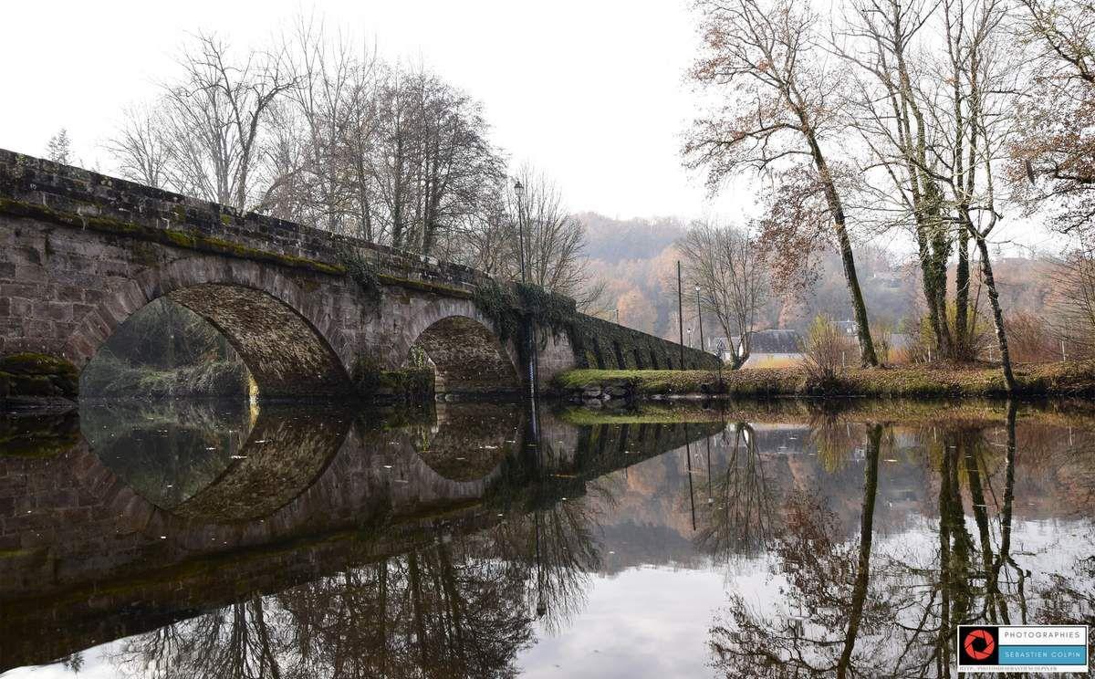 Saint-Viance en Corrèze et son pont à trois arches du 19ème