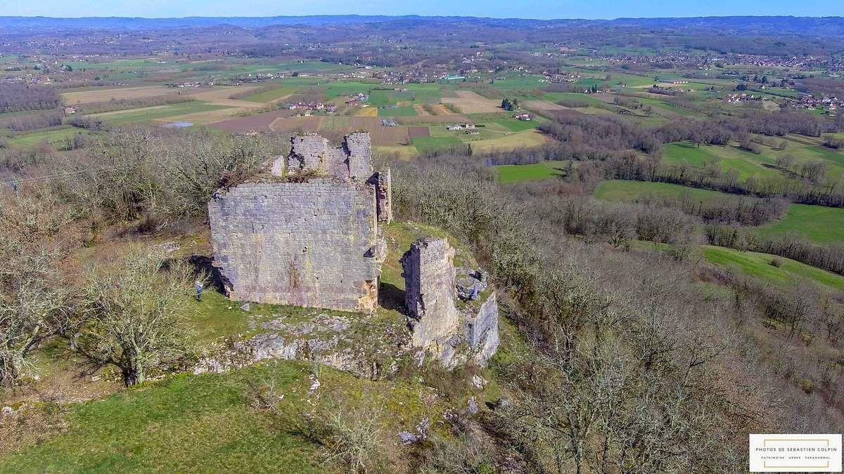 Ruines du Château de Taillefer à Gintrac dans le Lot [VIDEO DRONE]