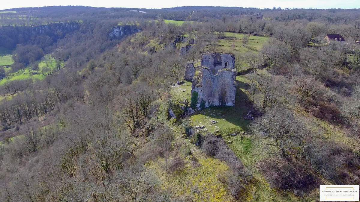 Ruines du Château de Taillefer à Gintrac dans le Lot [VIDEO DRONE]