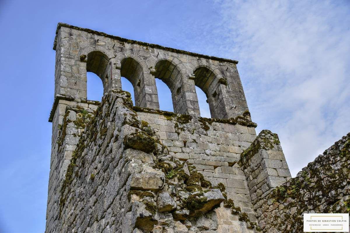 Ruines de l'Eglise du vieux bourg à Saint-Geniez ô Merle en Corrèze