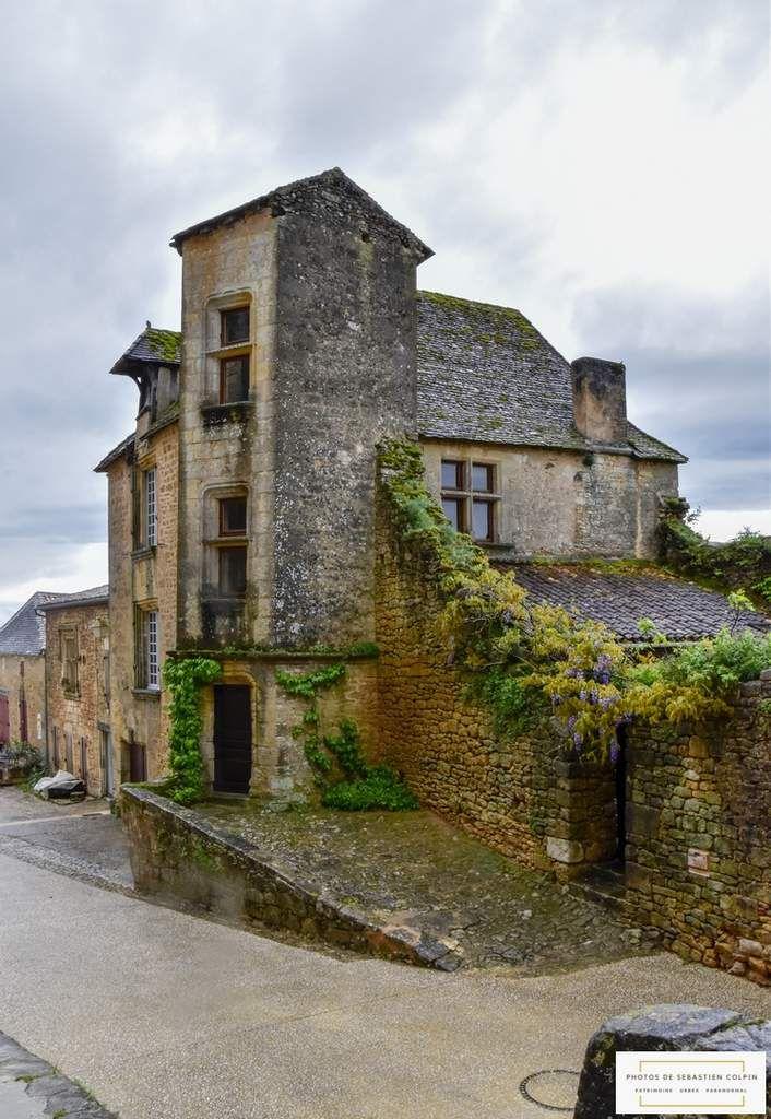 Le Château de Biron en Dordogne, le colosse de pierre