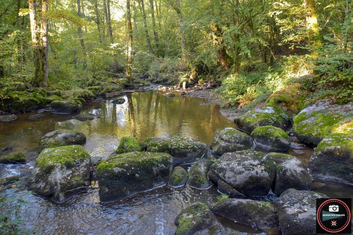 Site et cascades du Doustre à Saint Hippolyte en Corrèze