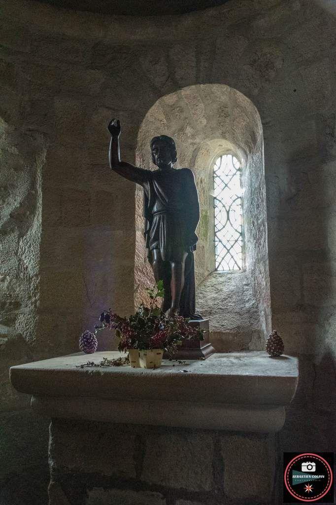 Cornil en Corrèze, les ruines du château et l'Eglise Saint-Etienne