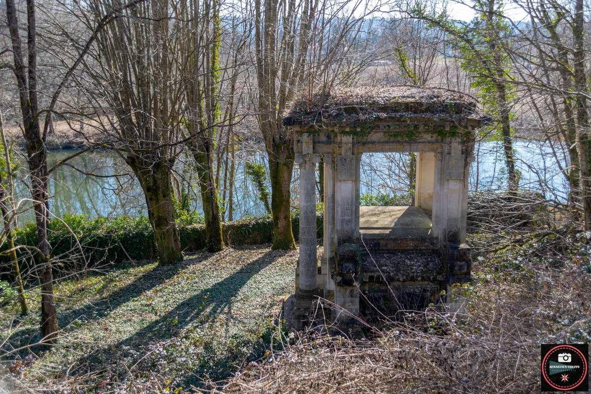 Mausolée de la Roche en Dordogne