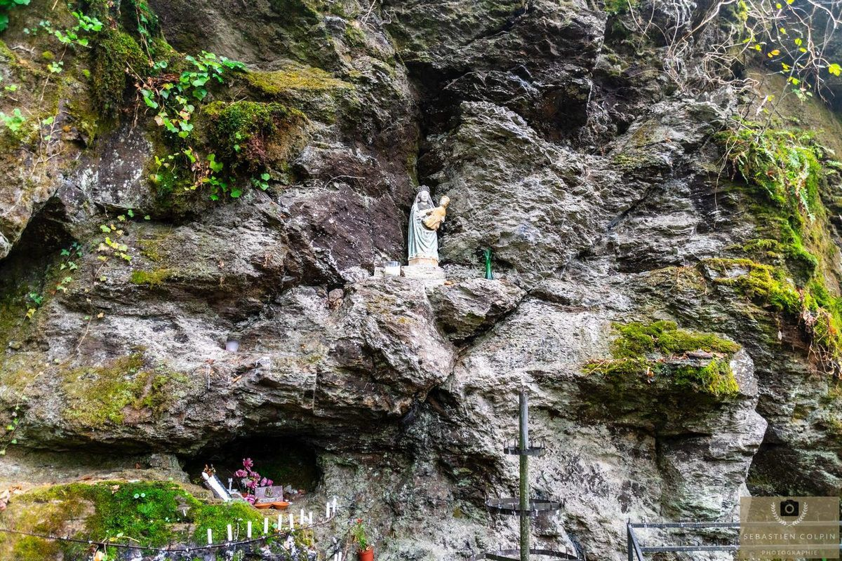 Chapelle et sanctuaire Notre Dame de Chastres à Lacour, commune de Bar en Corrèze