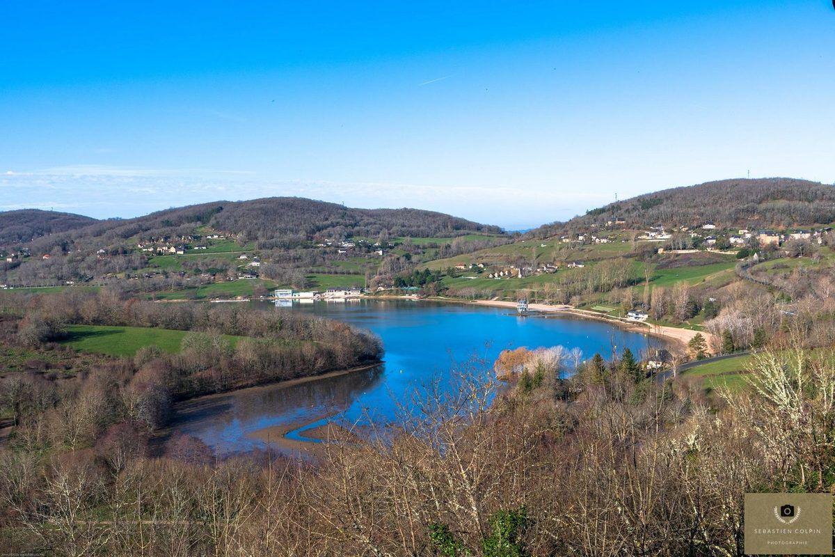 Chasteaux, un joli village avec une vue magnifique sur le lac du causse