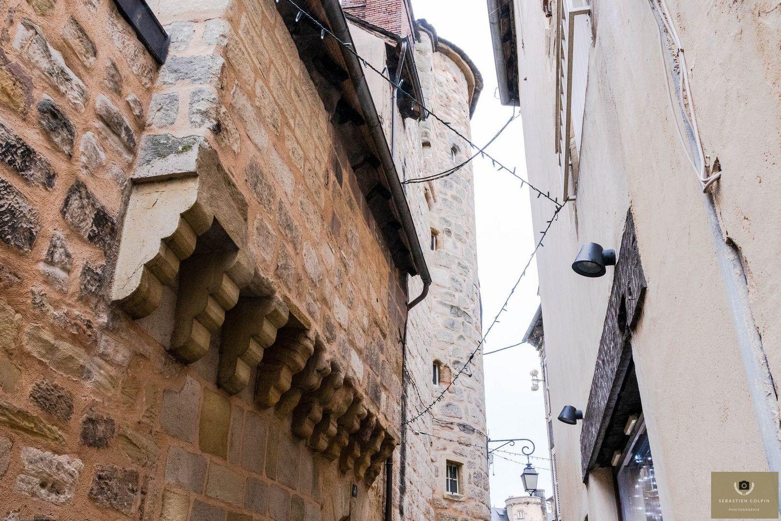 Rues et Places de Brive avec de jolis commerces et une belle architecture