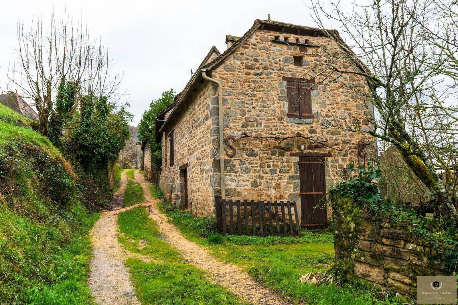 Curemonte, un décor médiéval en Corrèze, un des plus beau village de France